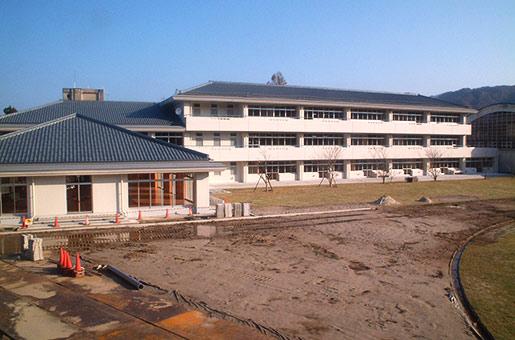 関川中学校 特別教室等改築・給食施設建築本体工事