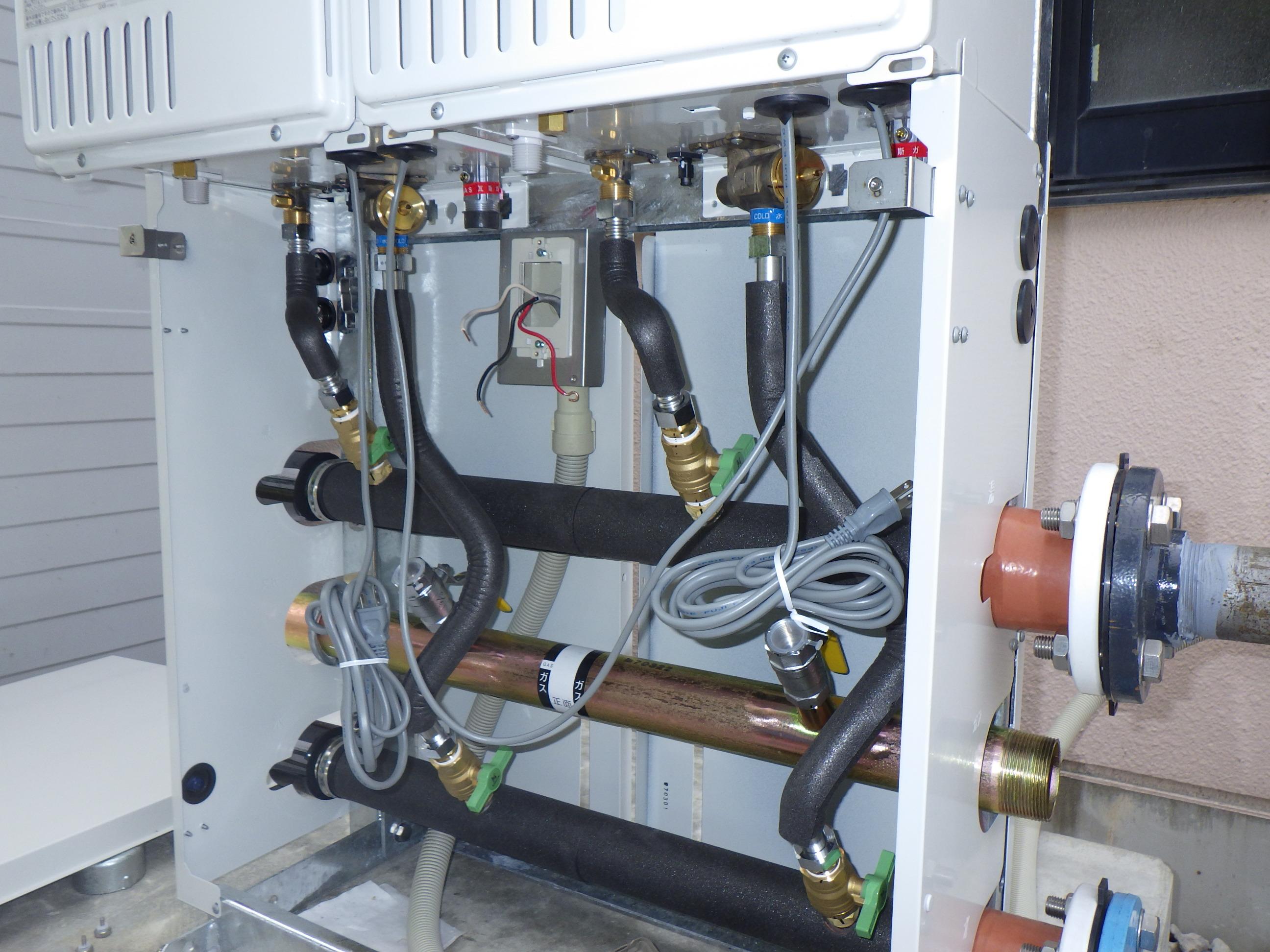 給湯器交換工事の作業状況