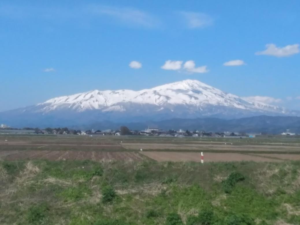 この富士山に似た山、わかりますか?