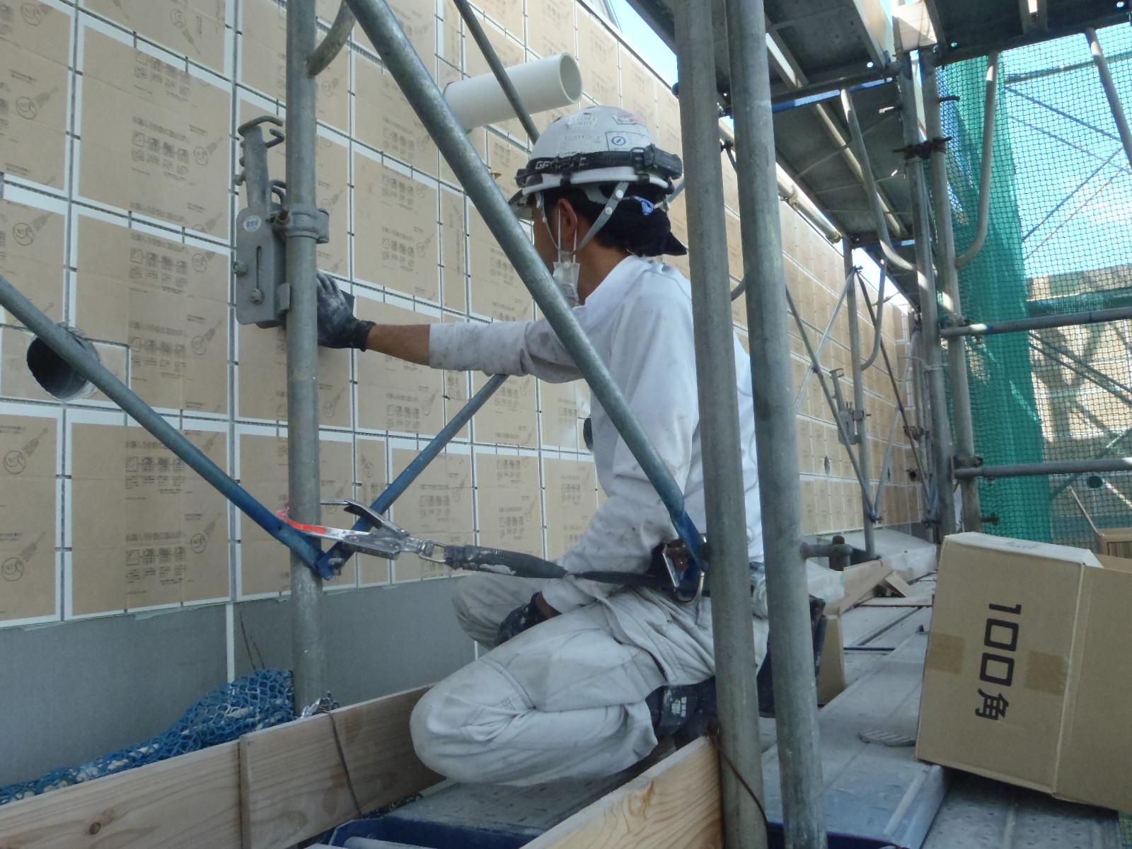 某新築工事の外壁タイル貼り状況
