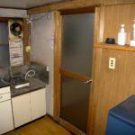 浴室入口木製ドアをアルミ製ドアに