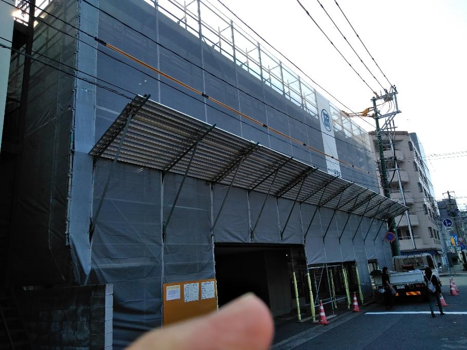 東跨線橋降り口(北側)に㈱田中組イメージシート取付しました。