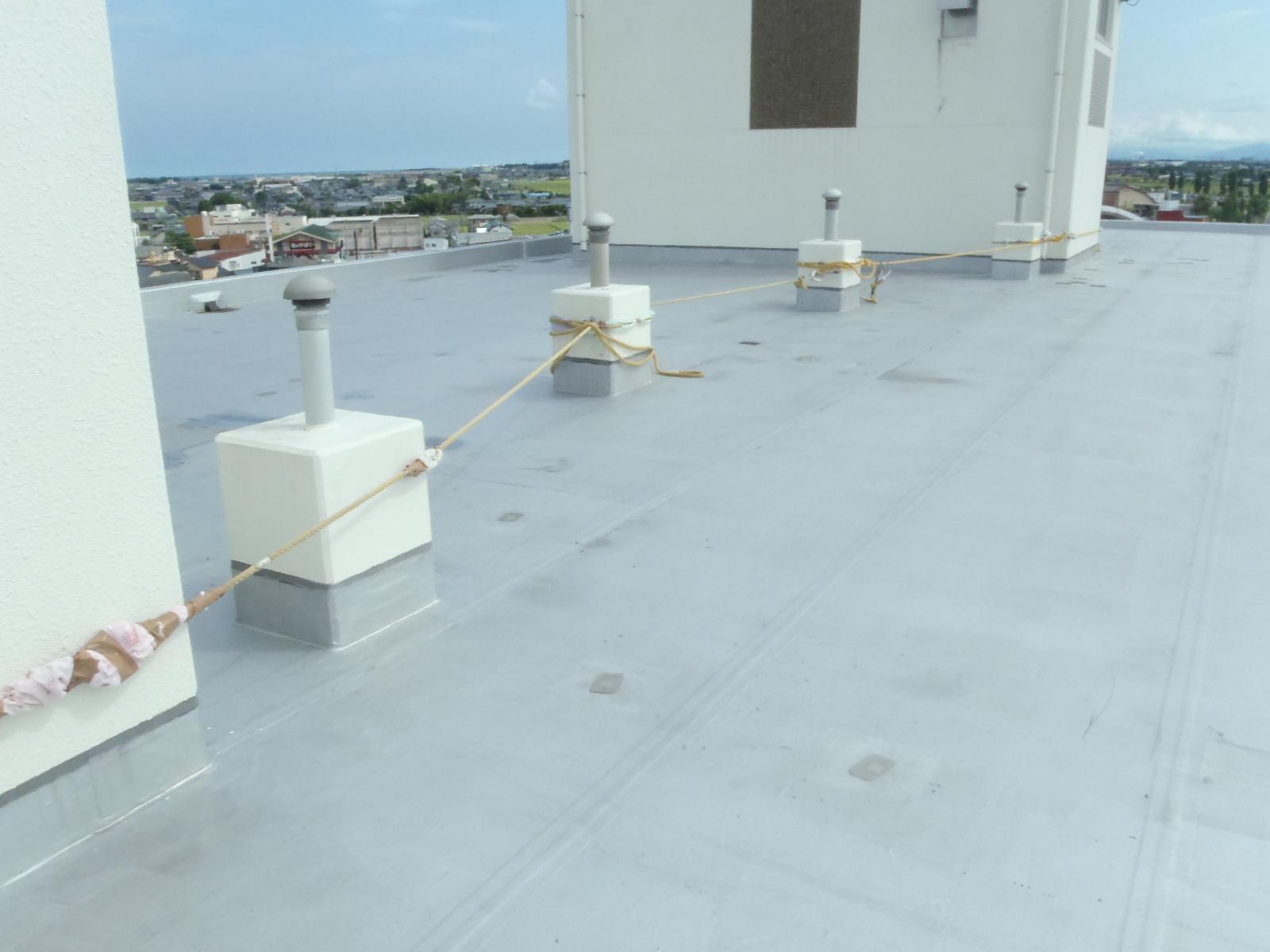 マンションの屋上防水改修工事の転落防止対策