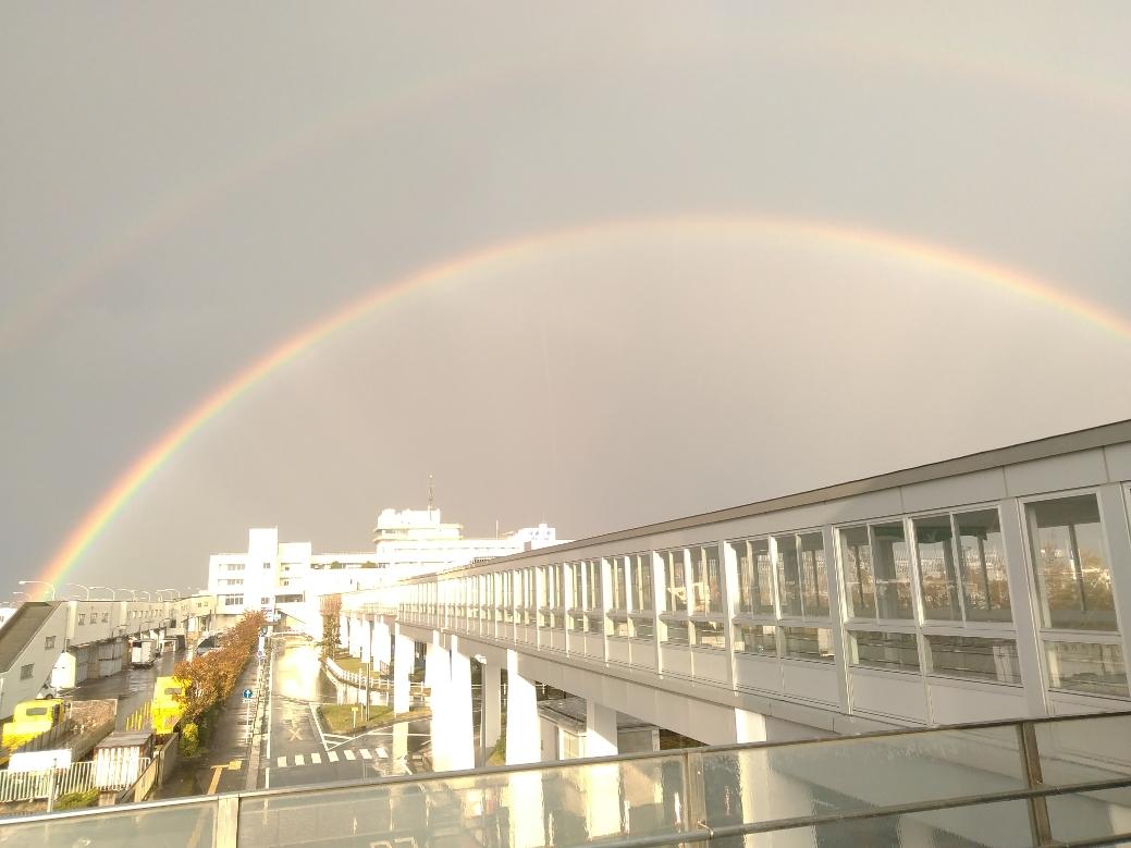 豪雨の後、振り向けば2重の虹がでていました。